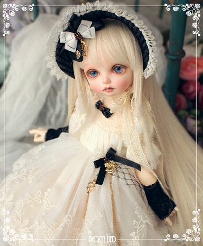 RDHL-021 Holiday's Child Limited Dress - Chouette